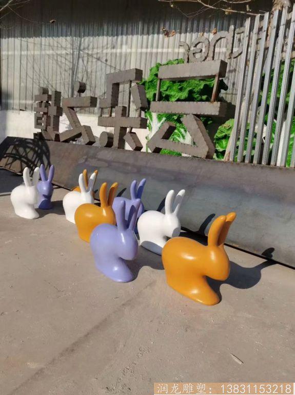 玻璃钢抽象小兔子雕塑 草坪摆件彩色喷漆兔子1